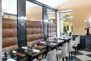 A restaurant or other place to eat at Hotel d'Inghilterra Roma – Starhotels Collezione