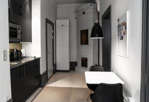 A kitchen or kitchenette at Second Home Apartments Guldgränd