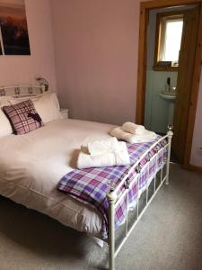 A bed or beds in a room at Glenlochy Nevis Bridge Apartments