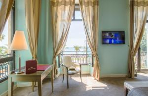 A television and/or entertainment centre at Westminster Hotel & Spa; BW Premier Collection