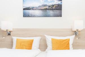 Ein Bett oder Betten in einem Zimmer der Unterkunft Hotel Am Wiesenweg l 24h check-in