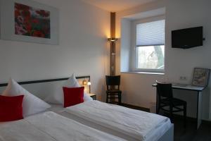 Ein Bett oder Betten in einem Zimmer der Unterkunft Hotel zwischen den Seen
