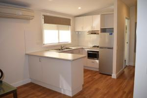 A kitchen or kitchenette at NRMA Sydney Lakeside Holiday Park