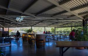 A restaurant or other place to eat at Criterion Hotel Gundagai