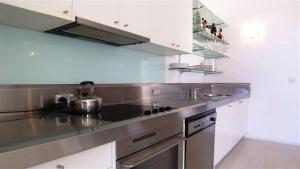A kitchen or kitchenette at Apartment at Cooper St