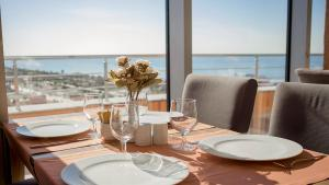 A restaurant or other place to eat at Legend Business Hotel Batumi