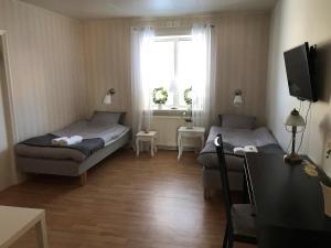 A bed or beds in a room at Skärplinge Gästis B&B