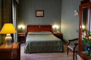 A bed or beds in a room at iH Hotels Milano Bocconi