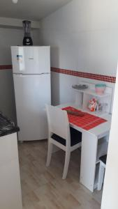 A kitchen or kitchenette at Quitinete, Cantinho abençoado.