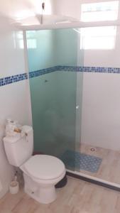 A bathroom at Quitinete, Cantinho abençoado.