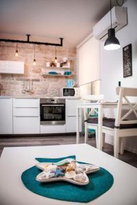 A kitchen or kitchenette at Studio Biritin