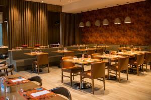 Un restaurante o sitio para comer en Rio Hotel by Bourbon Ciudad Del Este
