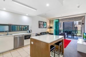 A kitchen or kitchenette at Quattro on Astor Apartments Brisbane by Restt