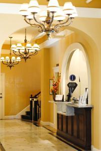 The lobby or reception area at Grande Colonial La Jolla