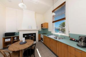 A kitchen or kitchenette at Seal Rocks Lighthouse Cottages