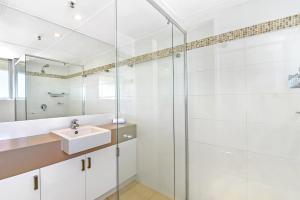 A bathroom at Talisman Apartments