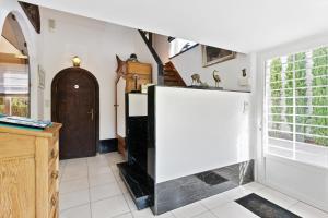Een keuken of kitchenette bij B&B De Fontein