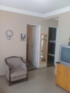 A seating area at Seu Apartamento em Itaúna