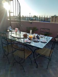 A restaurant or other place to eat at La Terrasse de Saadia
