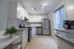 A kitchen or kitchenette at The Woodbine Beach House