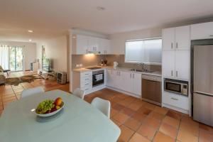 A kitchen or kitchenette at South Golden Beach