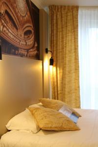 Un ou plusieurs lits dans un hébergement de l'établissement Kyriad Vichy