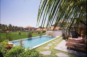 The swimming pool at or near Puji Hostel and Bungalow Ubud