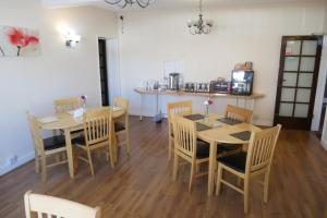A restaurant or other place to eat at The Monsell Hotel