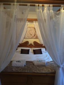 A bed or beds in a room at The Crown Bar & Guesthouse