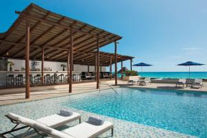 Бассейн в Secrets The Vine Cancun - Optional All Inclusive Adults Only или поблизости