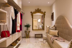Ein Sitzbereich in der Unterkunft Palacio can Marques - Adults only