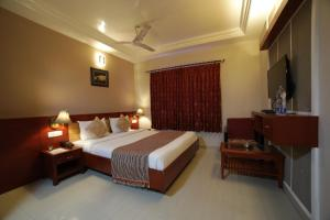 A bed or beds in a room at Hotel Green Palace