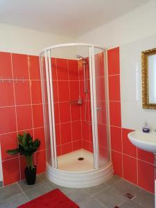 A bathroom at Penzion Kuku