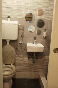 A bathroom at Fancy Hostel