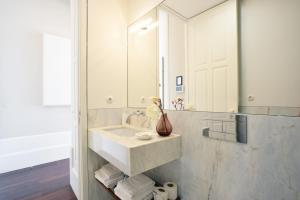 Uma casa de banho em Oporto Invite Bolhão Historical Market