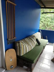 A seating area at Hostel Leão de judá