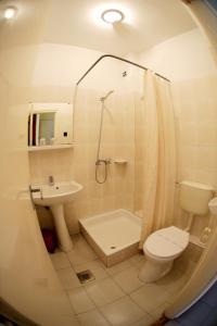 Ванная комната в Hotel Bara Gellért
