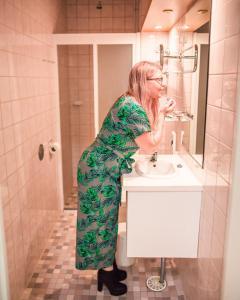 Kylpyhuone majoituspaikassa Kesähotelli Aurora