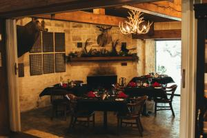 A restaurant or other place to eat at Joshua Creek Ranch