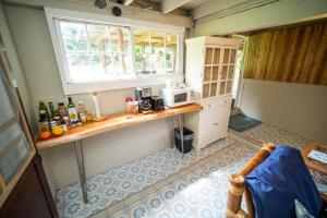 A kitchen or kitchenette at Waipi'o Lodge