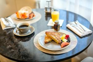 Breakfast options available to guests at Fairmont Gold Washington DC