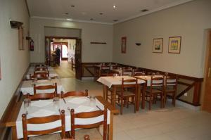 A restaurant or other place to eat at Bar Pensión Restaurante Bidasoa