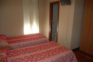 A bed or beds in a room at Bar Pensión Restaurante Bidasoa