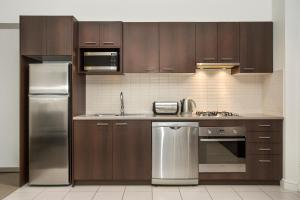 A kitchen or kitchenette at Quest Ivanhoe
