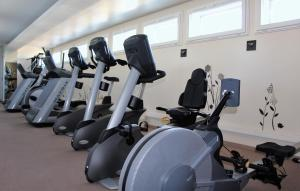 The fitness centre and/or fitness facilities at Forme-hotel & Spa Montpellier Sud-Est - Parc Expositions - Arena