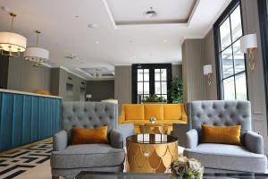 A seating area at Hotel Shalva Jakarta
