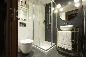 A bathroom at Maxime Hotel Lisbon