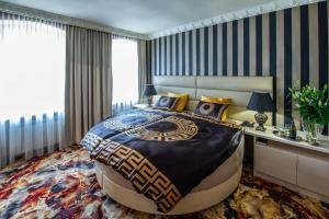 Postel nebo postele na pokoji v ubytování Hotel Royal