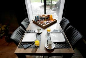 Ein Restaurant oder anderes Speiselokal in der Unterkunft B&B Perron Vechtdal