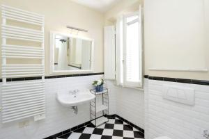 Un baño de Cerretani 4 Duomo Guesthouse - My Extra Home